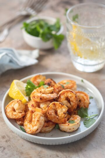 Blackened Shrimp seasoned with a spicy balanced blackening seasoning that adds a perfect taste to the shrimp. An easy to make shrimp dinner.