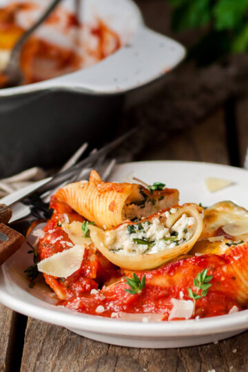Cheese stuffed shells recipe with marinara sauce served in a bowl